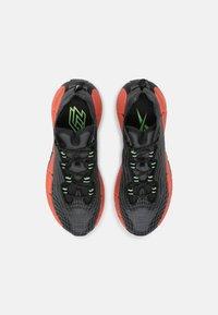 Reebok Classic - ZIG KINETICA II UNISEX - Sneakersy niskie - core black/orange flower/neon mint - 3