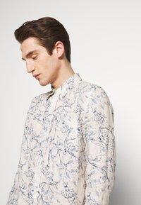 120% Lino - FLORAL PRINT - Shirt - ivory soft fade - 3
