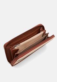 TOM TAILOR - ELINA - Wallet - mixed cognac - 3