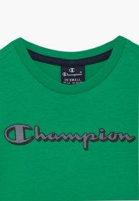 Champion - LEGACY GRAPHIC SHOP SET UNISEX - Pantalón corto de deporte - green/dark blue - 4
