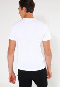 Pepe Jeans - EGGO  - T-shirt z nadrukiem - 800white - 2