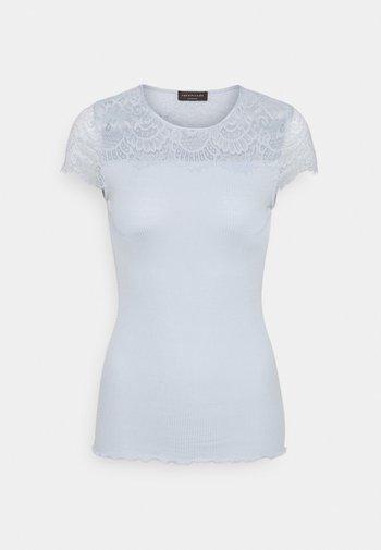 Print T-shirt - heather sky