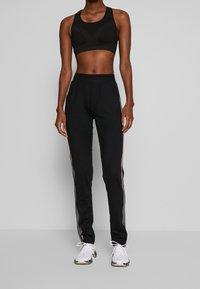 ONLY PLAY Tall - ONPJOY PANTS TALL - Pantalones deportivos - black/turbulence/strawberry pie - 0