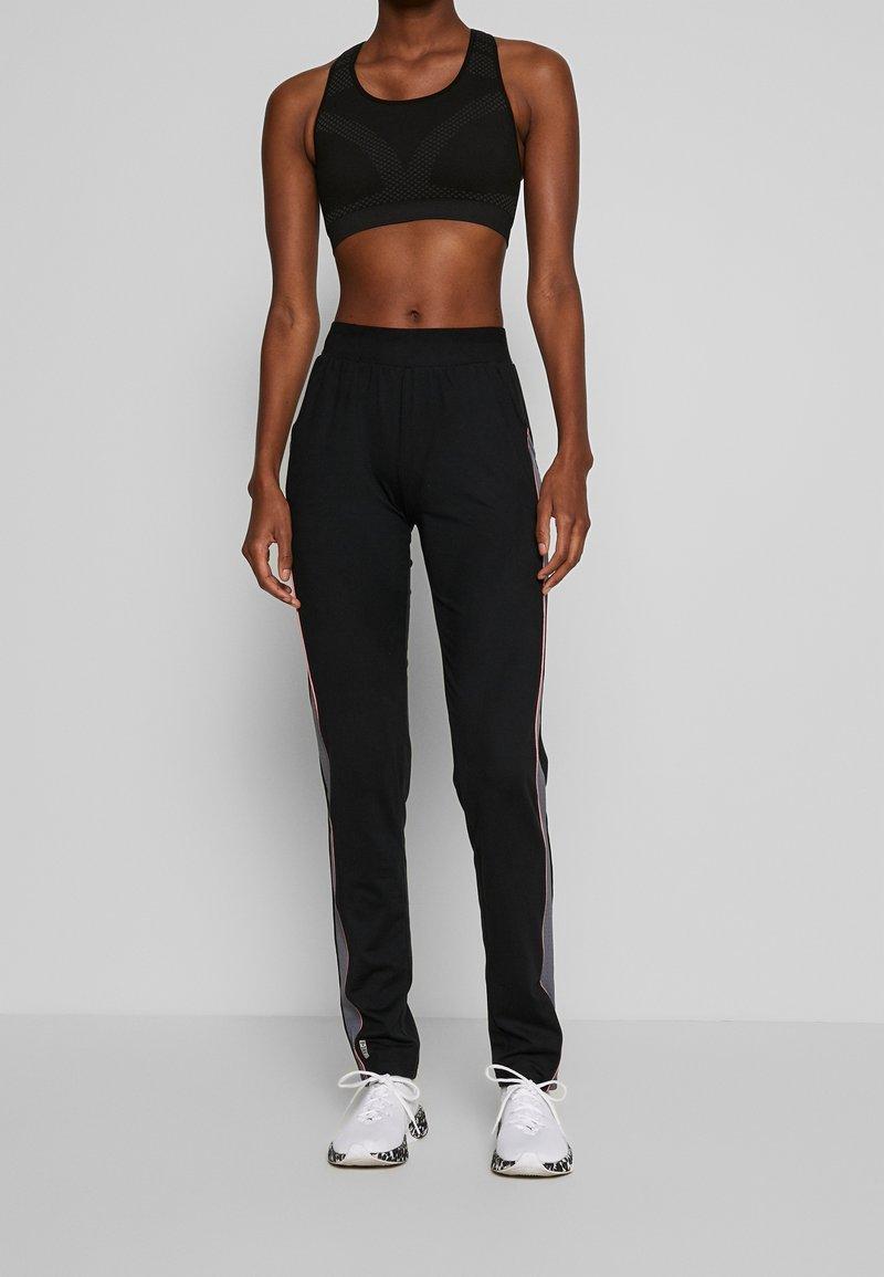 ONLY PLAY Tall - ONPJOY PANTS TALL - Pantalones deportivos - black/turbulence/strawberry pie