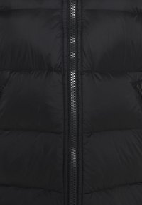 Under Armour - SPORTSTYLE GRAPHIC BENCH - Down coat - black - 2