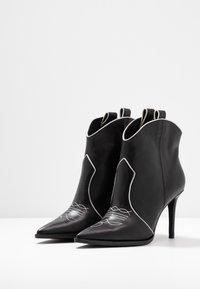 Lola Cruz - High heeled ankle boots - black - 4