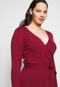 Vero Moda Curve - VMKARISARA WRAP DRESS - Pletené šaty - cabernet - 5