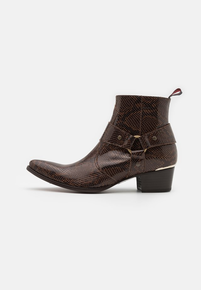 SIXX WESTERN BUCKLE UNISEX - Cowboy/biker ankle boot - dark brown