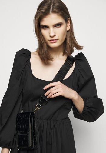 KAIA PHONE - Across body bag - black