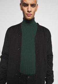 Zign - Stickad tröja - dark green - 3