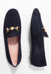 Pretty Ballerinas - Slippers - navy blue/oro - 3