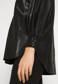 Vero Moda Curve - VMPAULINA VIP  - Skjorte - black - 4