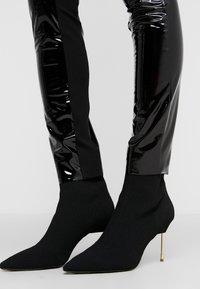 KARL LAGERFELD - PATENT - Leggings - Trousers - black - 3