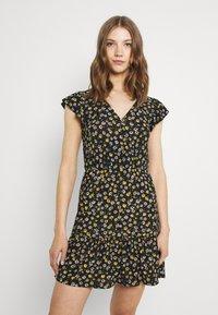 JDY - JDYGITTE SVAN CAPSLEEVE DRESS - Robe d'été - black /yellow - 0