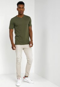 Benetton - Basic T-shirt - khaki - 1
