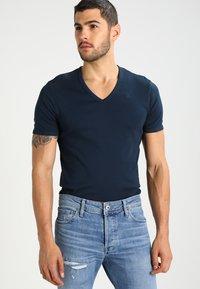 G-Star - BASE V-NECK T S/S 2-PACK - T-shirt basique - legion blue - 1