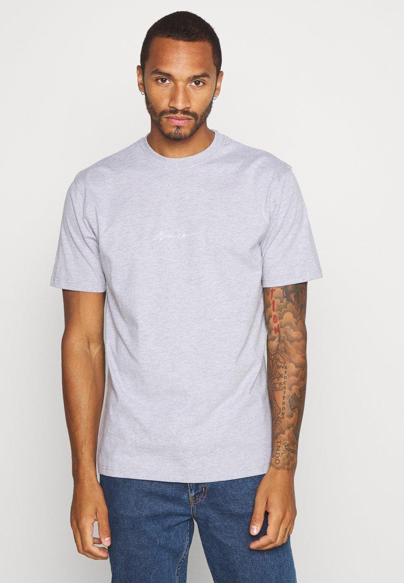 Mennace ESSENTIAL SIGNATURE 2 PACK - T-Shirt basic - grey/brown/braun k50oNj