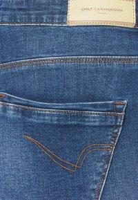 ONLY Carmakoma - CARLAOLA LIFE - Skinny džíny - medium blue denim - 5