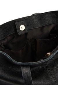 Next - BLACK LEATHER FRONT POCKET SHOPPER BAG - Torba na zakupy - black - 3