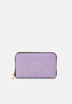 Portefeuille - purple light