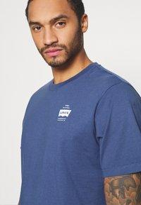Levi's® - TEE UNISEX - Print T-shirt - blue indigo - 4