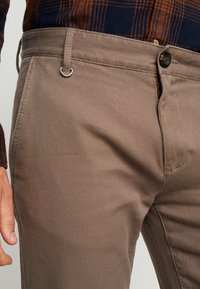 TOM TAILOR - STRUCTURE - Chino - morel brown - 5