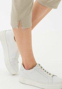BRAX - MARY - Trousers - warm sand - 4