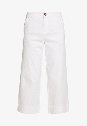 THEA WIDE LEG CROP - Jeans a zampa - white