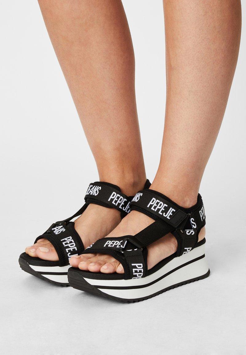 Pepe Jeans - FUJI - Sandály na platformě - black