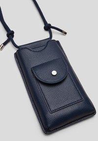 s.Oliver - Phone case - dark blue - 6