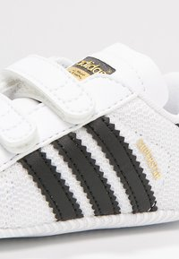 adidas Originals - SUPERSTAR  - Patucos - white/core black - 5