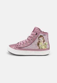 Geox - DISNEY PRINCESS BELLE KALISPERA GIRL - Sneakers hoog - dark rose - 0