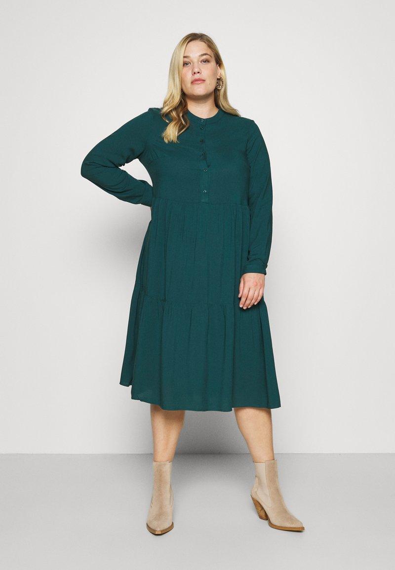Vero Moda Curve - VMVICA CALF DRESS - Day dress - sea moss