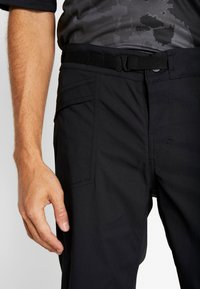 Craft - SUMMIT SHORTS WITH PAD - Krótkie spodenki sportowe - black - 4