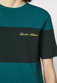 Lacoste LIVE - Jersey dress - plumage/danube - 4