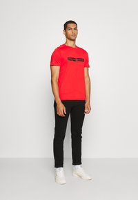 The North Face - LIGHT TEE - T-shirt med print - fiery red - 1