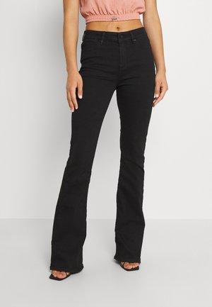 TARA FLARE WASH COOL EXCELLENT  - Flared Jeans - black