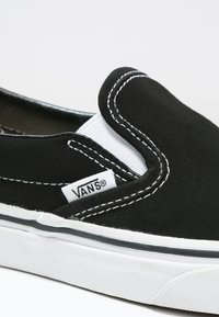 Vans - CLASSIC SLIP-ON - Loafers - black - 5