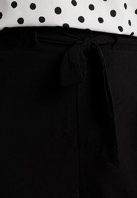 New Look Curves - EMERALD TIE WAIST CROP - Trousers - black - 4