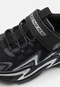 Skechers Performance - WAVETRONIC UNISEX - Neutral running shoes - black/charcoal/silver - 5
