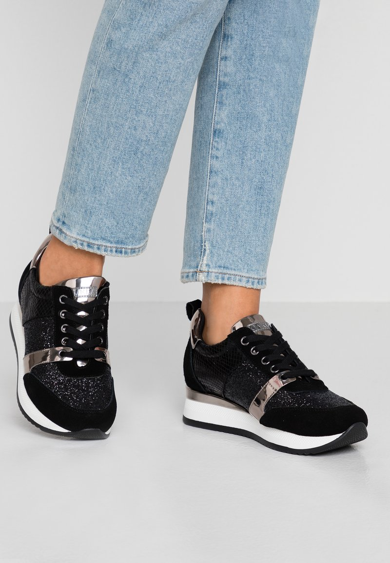 Carvela - JUSTIFIED - Sneakers basse - black