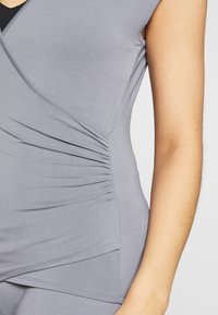 Curare Yogawear - T-shirts - pearl grey - 4