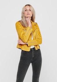 ONLY - BIKER - Veste en similicuir - golden yellow - 3