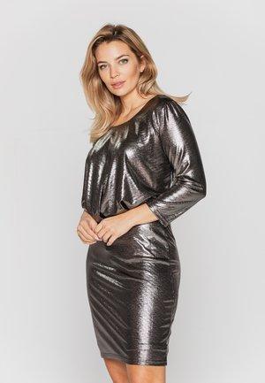Sukienka koktajlowa - złoty