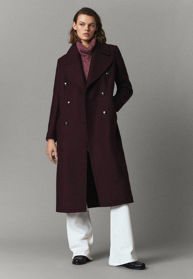 MIT KNOPFLEISTE - Classic coat - dark purple