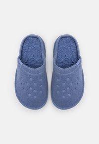 Crocs - CLASSIC ROOMY FIT - Slippers - lapis - 5