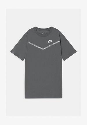 CHEVRON - T-shirt print - smoke grey
