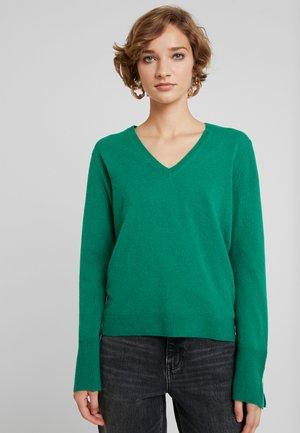 V NECK - Sweter - green