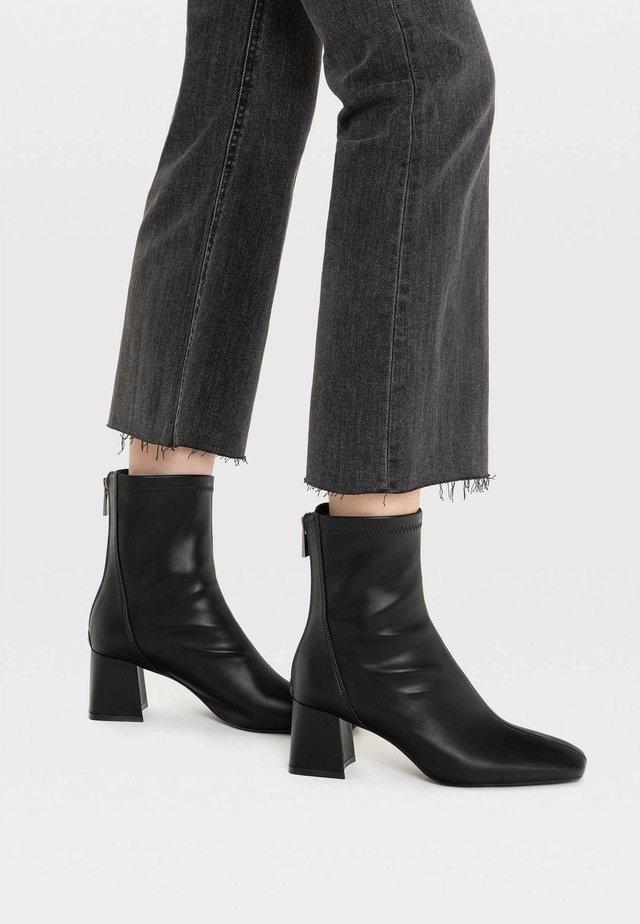 MIT HALBHOHEM ABSATZ - Korte laarzen - black