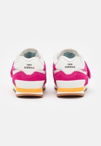 New Balance - IV574HP2 - Trainers - pink - 2